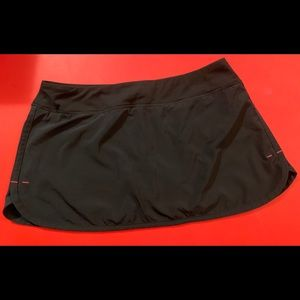 LULULEMON black skirt/skort